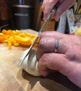 Knife technique The Claw